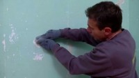 Réparer et préparer un mur avant de le décorer